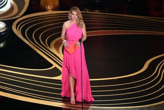 """AFP/""""Scanpix"""" nuotr./Julia Roberts 91-oje """"Oskarų"""" įteikimo ceremonijoje"""