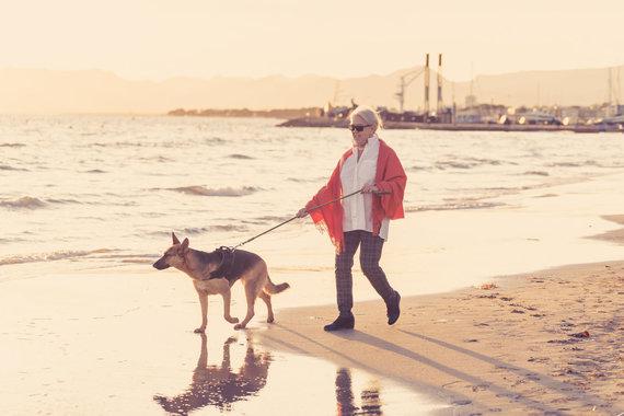 123RF.com nuotr./Moteris su šunimi
