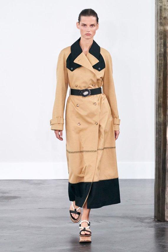 """Vida Press nuotr./""""Gabriela Hearst"""" 2020 pavasario ir vasaros kolekcijos modelis"""