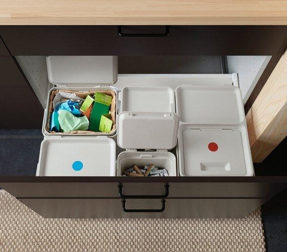 """""""Ikea"""" nuotr./Atliekų rūšiavimo šiukšliadėžės su lipdukais"""