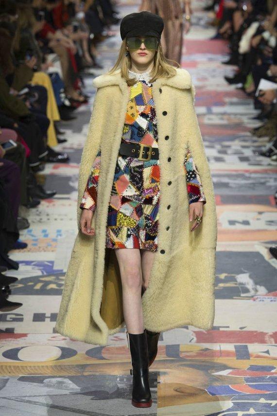 """""""Scanpix""""/""""SIPA"""" nuotr./""""Christian Dior"""" 2018–2019 m. rudens ir žiemos kolekcijos modelis"""