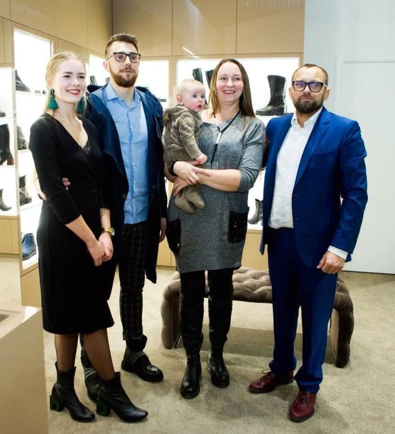 Asmeninio archyvo nuotr./Dizaineris Žanas Maslauskas (dešinėje) su šeima