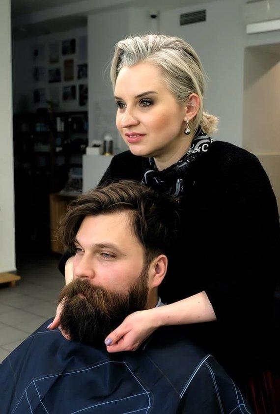 Stilistė Vika Parutytė su modeliu