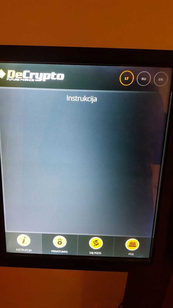 Ernesto Naprio / 15min nuotr./Instrukcijų, sąlygų ir privatumo skiltys bitkoinų bankomate – tuščios