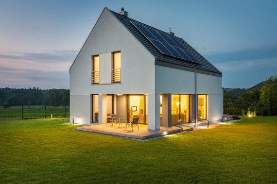 """Bendrovės nuotr./""""Green Genius"""" siūlo ant stogo iškelti saulės elektrinę"""