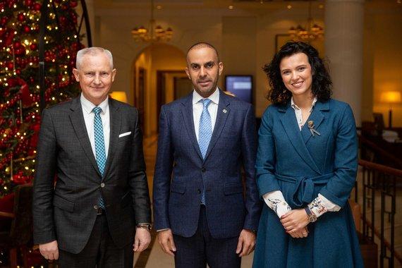 Žygimanto Gedvilos / 15min nuotr./Aimen bin Ahmed al Hosni su Alina Adomaityte ir Česlavu Okinčicu