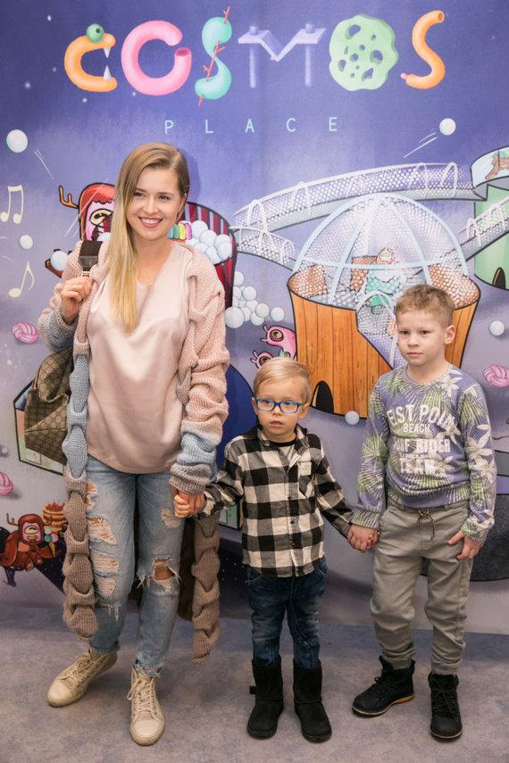 Žygimanto Gedvilos / 15min nuotr./Sandra Šernė su sūnumis Kajumis ir Darvydu
