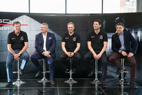 """Žygimanto Gedvilos / 15min nuotr./Lenktynių akademijos """"Porsche Racing Academy"""" pristatymo akimirka"""