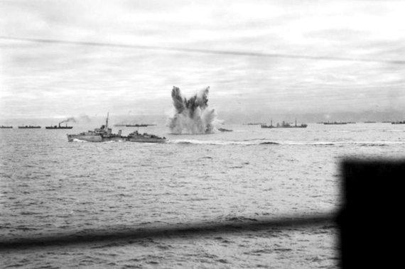 Leidyklos nuotr./Vokiečių povandeniniai laivai atakuoja Vakarų sąjungininkų vilkstinę.