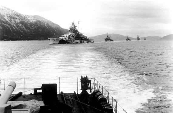 Leidyklos nuotr./Vokiečių karo laivynas prie Norvegijos krantų. Jis turėjo apsaugoti Skandinavijos vakarų pakrantę nuo britų atakų ir mėginti užtverti šiaurės kelią į SSRS. 1942 m.