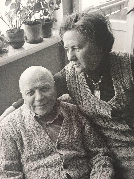 Lietuvos teatro, muzikos ir kino muziejaus fondų nuotr./Rašytojas Juozas Baltušis su žmona aktore Monika Mironaite