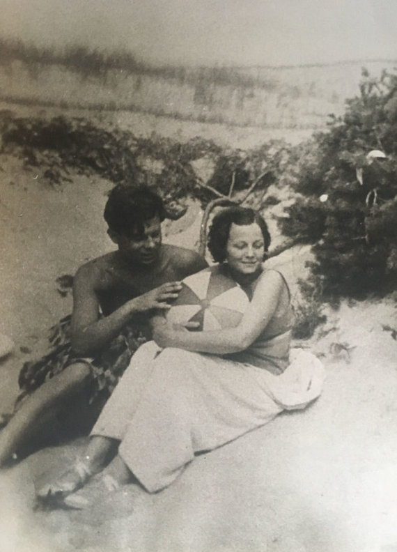 Gasparo Aleksos nuotr./Petras Cvirka su žmona dailininke Marija Cvirkiene Palangoje, 1933.