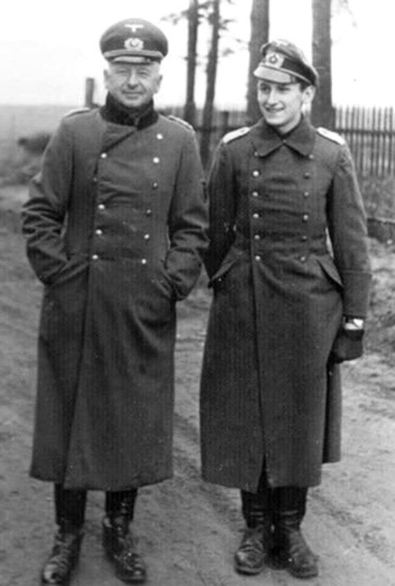 Leidyklos nuotr./Feldmaršalas E. von Mansteinas su vyresniuoju sūnumi leitenantu Geru von Mansteinu, kuris žuvo fronte 1942 m. spalio 23 d.