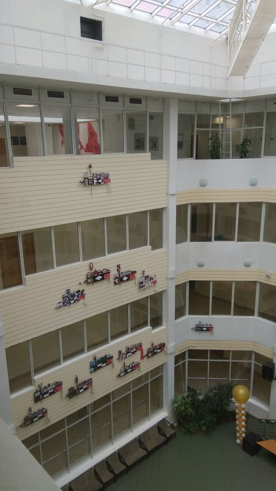 Virginijos Japertaitės nuotr./Maskvos Jurgio Baltrušaičio vidurinės mokyklos atriumas