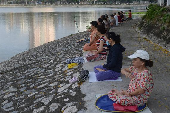 """AFP/""""Scanpix"""" nuotr./Falun Gong sekėjai"""