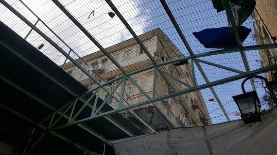 Eglės Krištopaitytės nuotr./Metalinės konstrukcijos, skirtos apsaugoti palestiniečius Hebrone