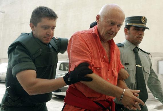 """""""Reuters""""/""""Scanpix"""" nuotr./Jurijus Salikovas atvedamas į teismą"""