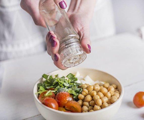 """""""Bonduelle"""" nuotr./Pomidorų ir fetos salotos su avinžirniais"""