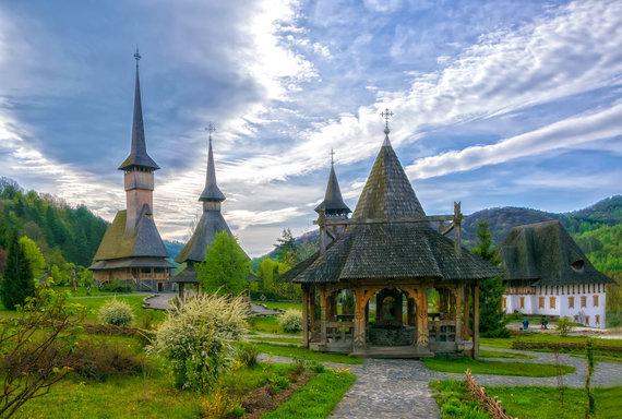 """Kelionių organizatoriaus """"GRŪDA"""" nuotr./Tradicinės medinės bažnytėlės Barsanos kaime, Rumunijoje"""
