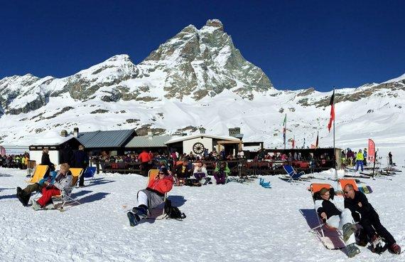 """Kelionių organizatoriaus """"GRŪDA"""" nuotr./""""GRŪDOS"""" keliautojai slidinėjimo kurorte, Šveicarijoje"""