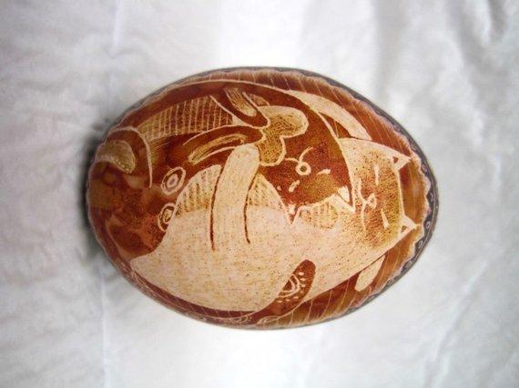 Asmeninio arch. nuotr./Dijanos Š. vyro dažyti svogūnų lukštuose ir skutinėti kiaušiniai