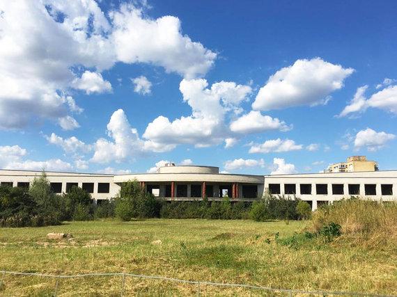 G.Mėdžiuvienės nuotr. /Panevėžio savivaldybei priklausančią nebaigtą statyti Pilėnų mokyklą bus bandoma parduoti 18-tą kartą