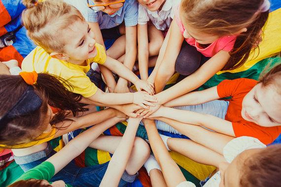 Partnerio nuotr./Omniva ir SOS vaikų kaimai Lietuvoje pradeda 1000 džiaugsmų akciją ...