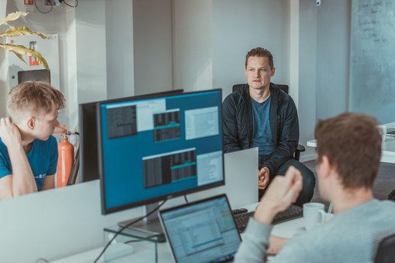 """Projekto partnerio nuotr./""""HomeToGo"""" vyriausiasis technologijų direktorius ir Lietuvos padalinio vadovas – Audrys Kažukauskas (dešinėje)"""