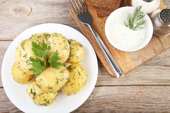 123RF.com nuotr./Ekologiškas rūgpienis su bulvėmis
