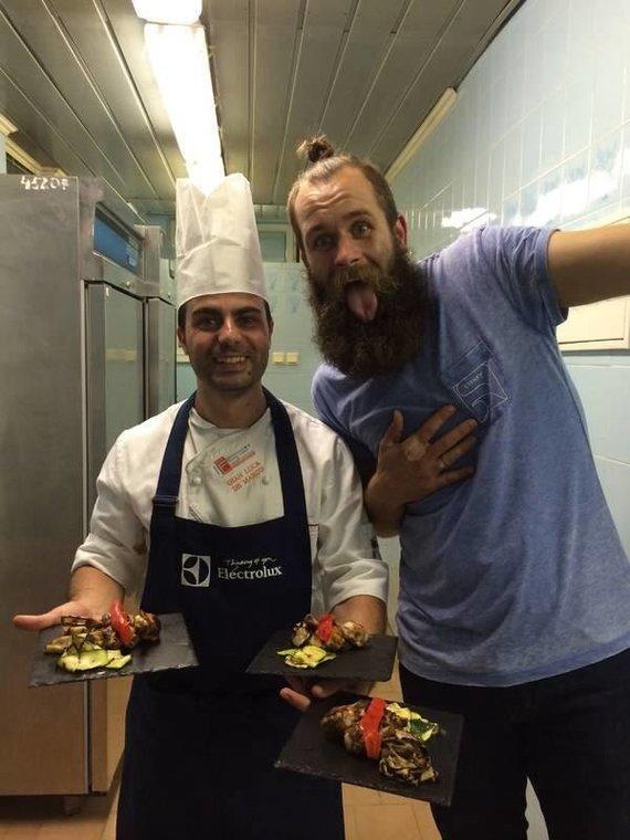 Jono asmeninio archyvo nuotr. /Jonas Lisauskas ir Gian Luca Demarco restorano virtuvėje