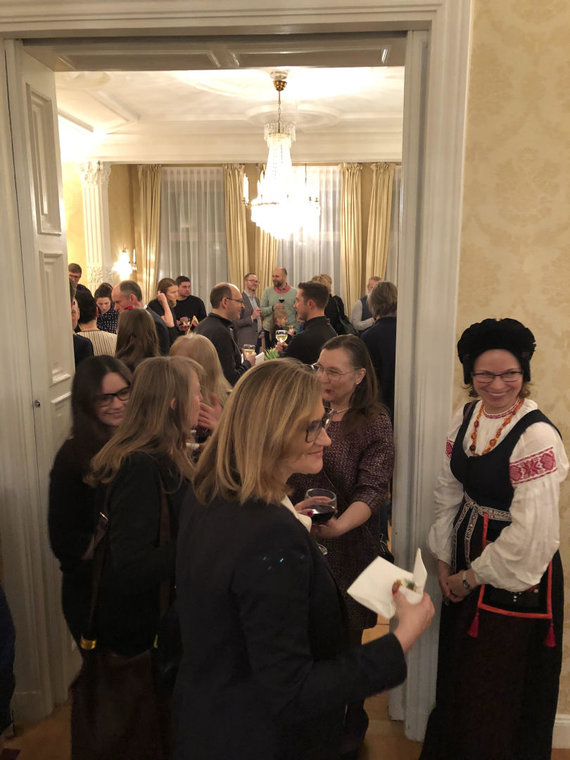 Aušros Pockevičiūtės nuotr. /Vasario 16-osios minėjimas Lietuvos ambasadoje Švedijoje