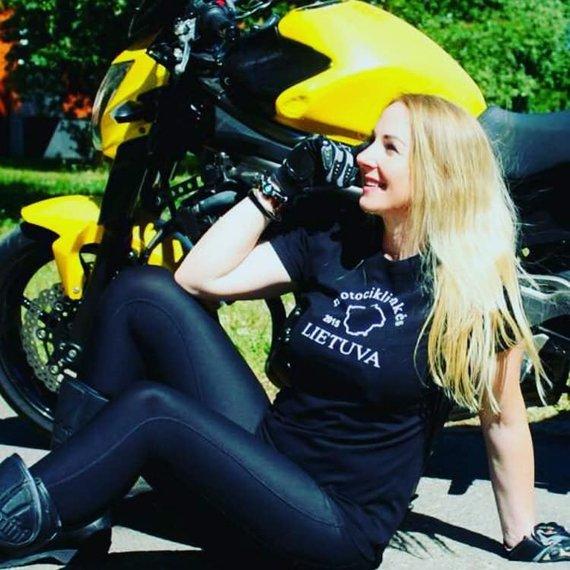 Asmeninio albumo nuotr. /L.Chaladauskaitės svajonė – motociklu apvažiuoti pasaulį.