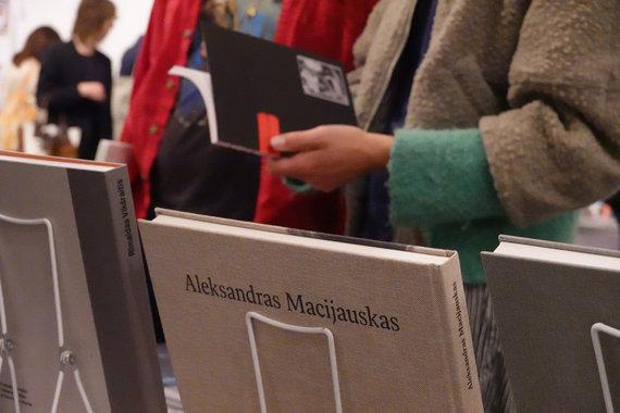 Kauno fotografijos galerijos nuotr. /Los Andželo meno knygų mugėje Kauno fotografijos galerija pristatė Lietuvos fotografų leidinius.