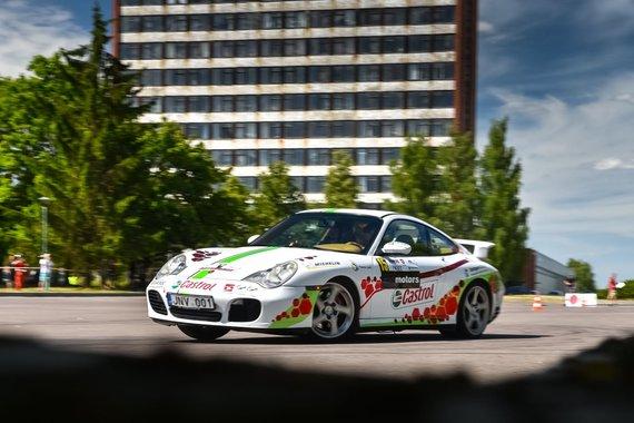 """Vytauto Pilkausko nuotr./Lenktynininkas atsinaujino: """"Volkswagen Passat"""" iškeitė į """"Porsche"""""""