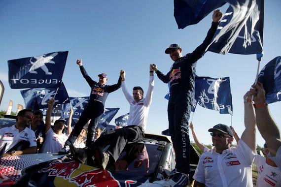 """""""Reuters""""/""""Scanpix"""" nuotr./""""Peugeot"""" komandos triumfas 2017-ųjų Dakaro ralyje"""