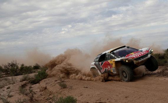 """""""Reuters""""/""""Scanpix"""" nuotr./""""Peugeot"""" 2017-ųjų Dakaro ralyje"""