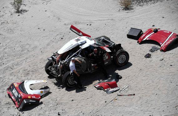"AFP/""Scanpix"" nuotr./Mikko Hirvoneno avarija Dakaro ralio trasoje"