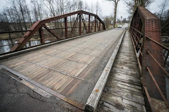 Sauliaus Žiūros nuotr./Tiltas per Vokės upę