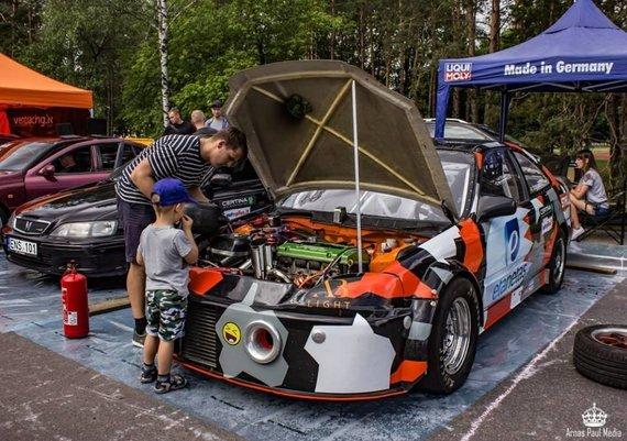 """Organizatorių nuotr./""""Auto Bazar"""" netrūks sportinių automobilių"""