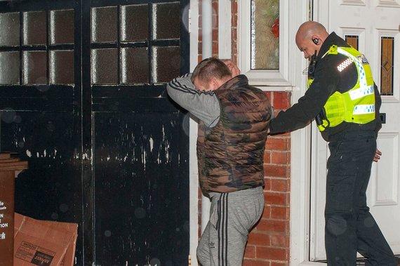 Nortumbrijos policijos nuotr./Britų pareigūnai sulaiko lietuvius