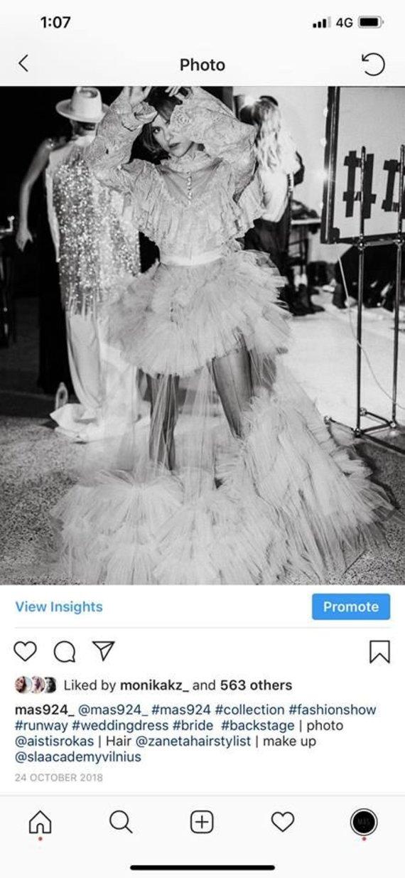 Socialinių tinklų nuotr. /Moniko Kazakevičiūtės-Kriščiūnienės suknelė, pademonstruota 2018-ųjų spalį