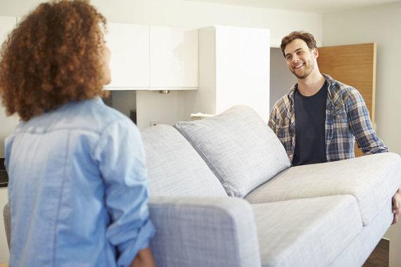 123RF.com nuotr./Jauna pora su nauja sofa