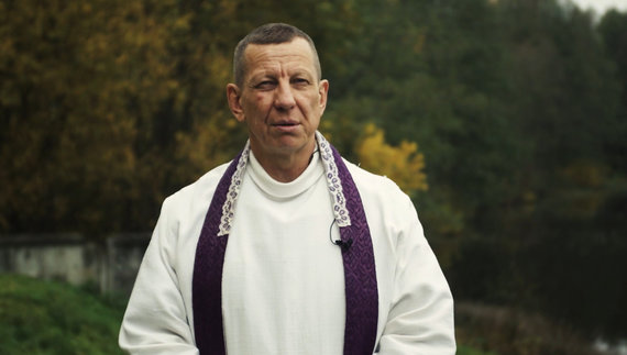 Kunigas Arnoldas Valkauskas