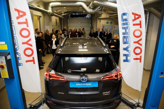 Toyota Photo / Toyota has given RAV-4 to Vilnius Technology and Design College