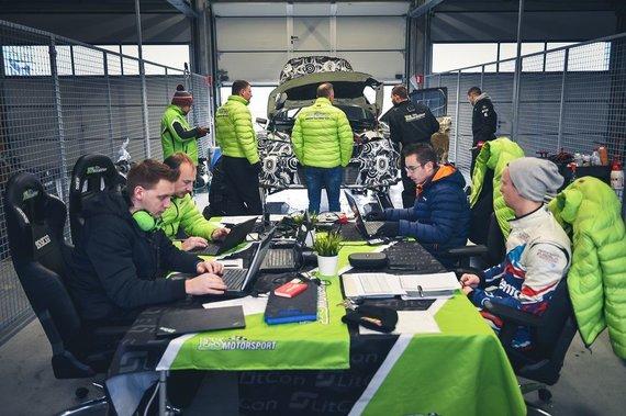 """Komandos nuotr./""""ESmotorsport"""" komanda testų metu"""