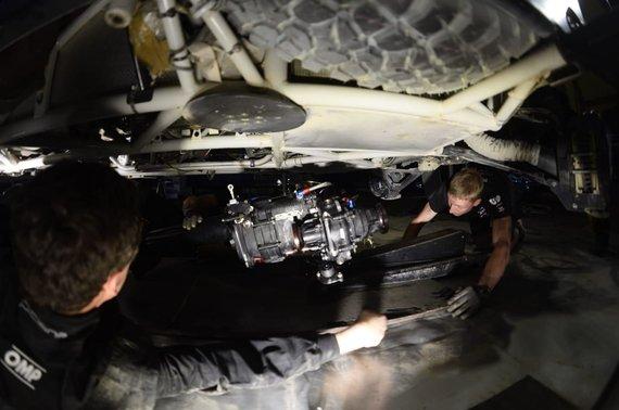 Komandos nuotr./Benedikto Vanago bolido pavarų dėžės remonto darbai
