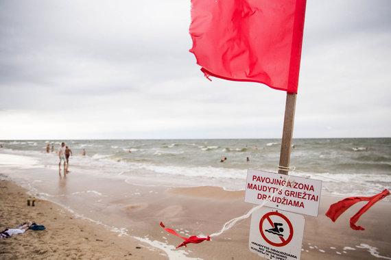 Josvydo Elinsko / 15min nuotr./Penktadienio orai iš paplūdimio išvaikė poilsiautojus