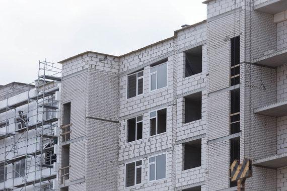 Josvydo Elinsko / 15min nuotr./Perkūnkiemį vykstančios daugiabučio statybos darbai