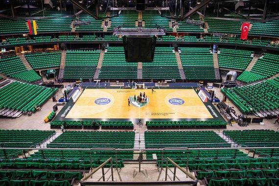 Josvydo Elinsko / 15min nuotr./Žalgirio arena įspūdingai nusidažė žalia spalva