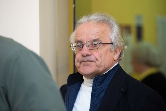 Josvydo Elinsko / 15min nuotr./Vytautas Radžvilas balsavo antrajame Lietuvos prezidento rinkimų ture
